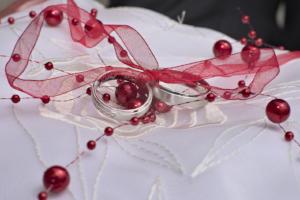 Hochzeit-Ringe-Rot
